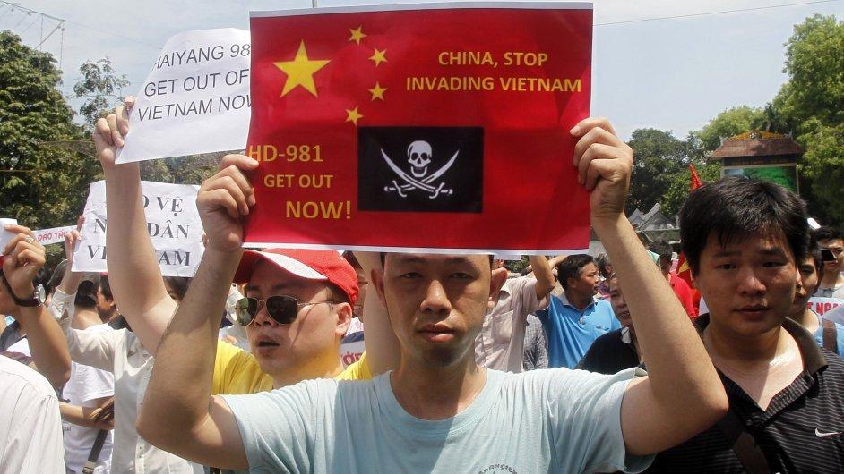 Vietnamci protestují proti územním nárokům Číny.
