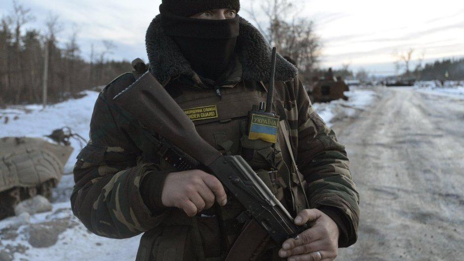Ukrajinský voják na východě země