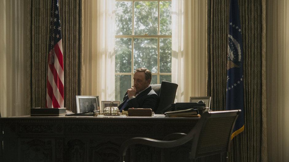 Třetí řadu House of Cards zveřejnil Netflix v pátek ráno.
