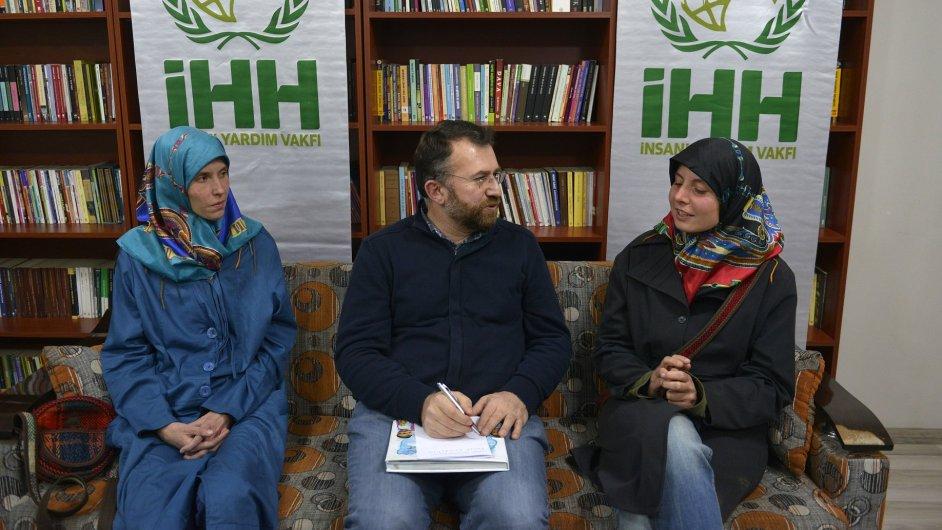 Dvě Češky unesené v roce 2013 v Pákistánu na snímku zveřejněném tureckou humanitární organizací IHH.