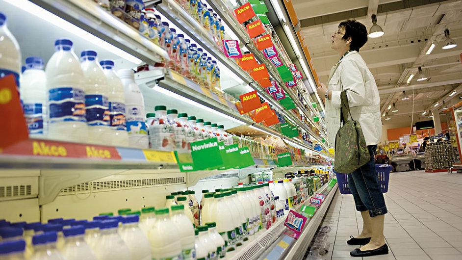 Nyní prodejní dobu obchodů v Česku v době státních svátků žádný předpis nereguluje.