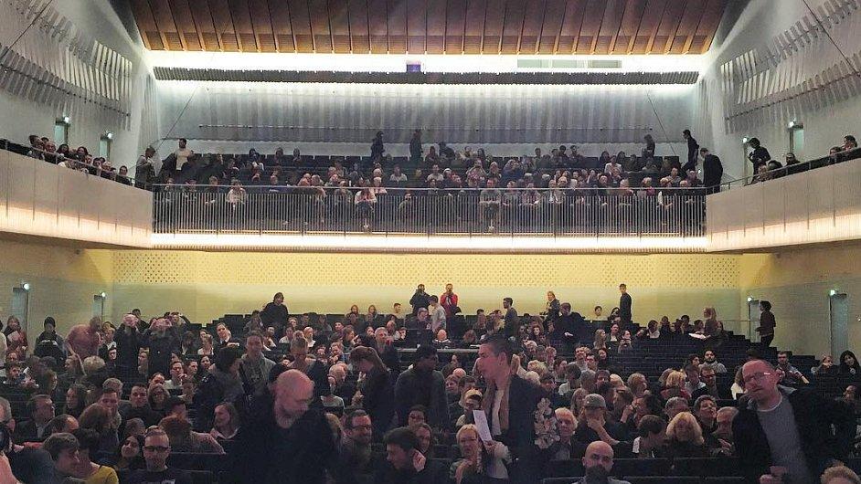 Aj Wej-wej si vyfotil posluchače na své první přednášce v Berlíně.