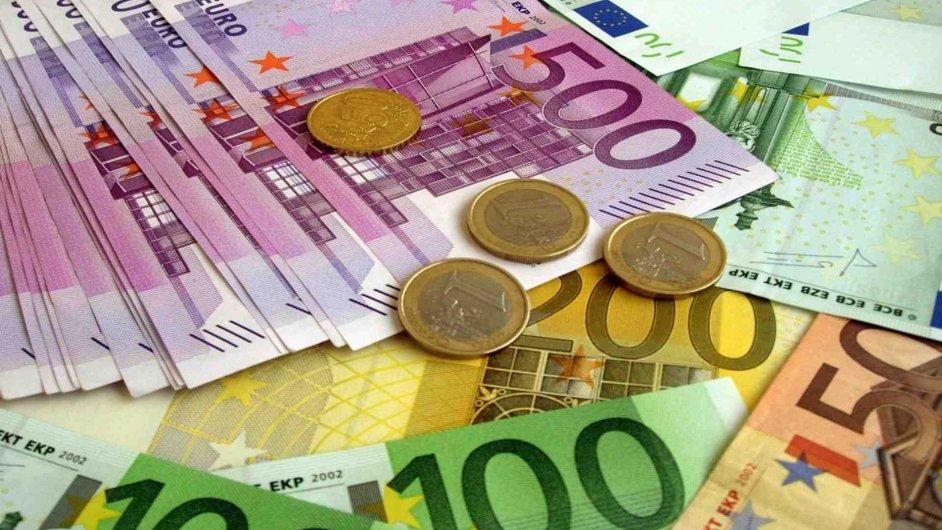 Do roku 2022 mají banky vydat cenné papíry schopné absorbovat ztráty v objemu až 1,11 bilionu eur.
