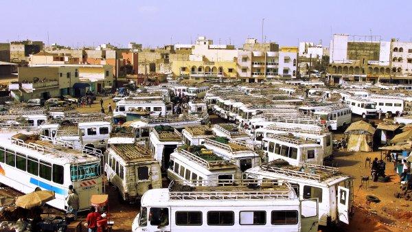 Takový pohled možná brzy bude minulostí. V Ugandě začnou jezdit elektroautobusy. - Ilustrační foto.