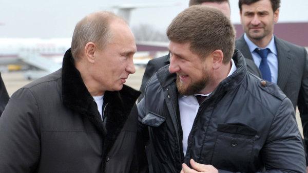 Čečenský prezident Ramzan Kadyrov (vpravo) nejspíše rozhněval Kreml kvůli nasazení specnazu - Ilustrační foto.