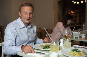 Filet z mo�sk�ho vlka jsme poob�dvali s �editelem Ham� Martinem �truplem v pra�sk� restauraci Pasta Fresca