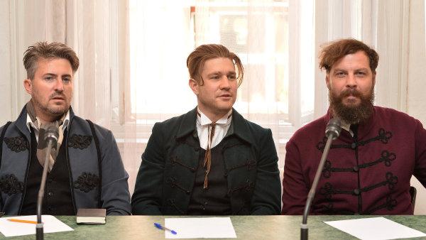 Zesnulý člen Ztohoven Filip Crhák je na snímku vlevo vedle Matěje Hájka a Davida Honse alias Romana Týce.