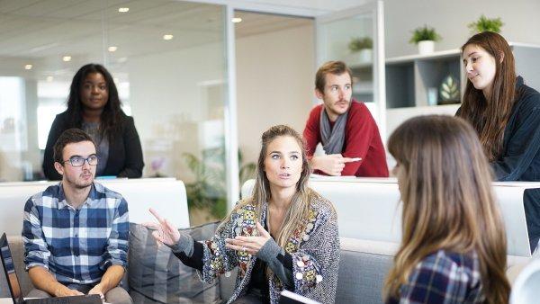 Podíl žen v sektoru podnikových služeb roste, i ve vedení firem