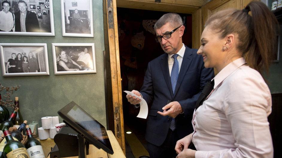 Andrej Babiš a EET. První den platnosti ověřoval fungování EET v několika pražských podnicích.
