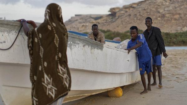 Vesnice, jako je Eyl v severní části pobřeží Puntlandu, bývaly základnou pirátů. Z nich se stali rybáři, ale jejich živnost je v ohrožení.