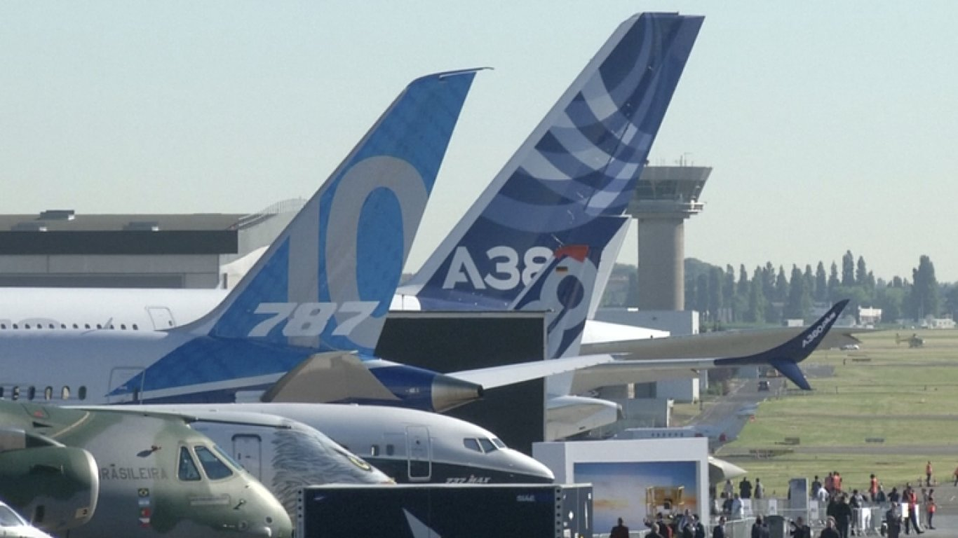 Modernizovaný obří Airbus i nový model Boeingu 737. V Paříži začal letecký aerosalon