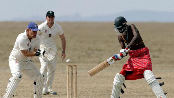 Mužstvo britských ozbrojených sil se utkalo v rámci charitativního turnaje s celkem Maasai Cricket Warriors, tedy Masajskými kriketovými válečníky.