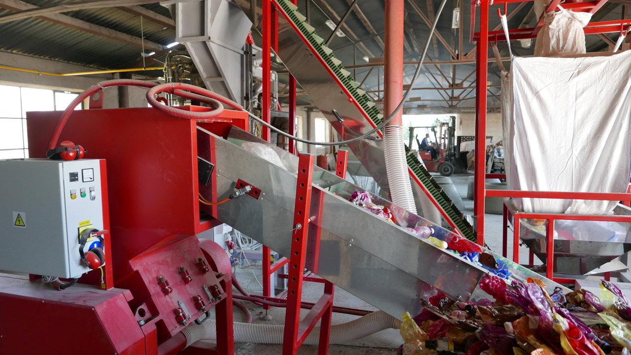 Společnost Via Alta vyvinula technologickou linku na výrobu stavebních dílů z odpadního plastu.