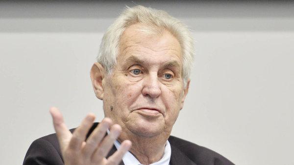Zeman se ve čtvrtek vyslovil pro odstranění možnosti usilovat o funkci prezidenta s podporou poslanců nebo senátorů.