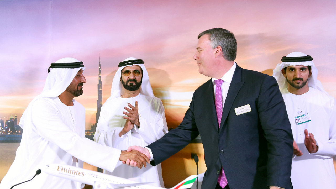 Emirates, Dubai, Kontrakt