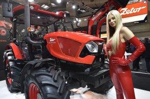Zetor jako Ferrari. Firma představila nové traktory a design, na kterém se podílelo studio navrhující karoserie slavných závodních aut