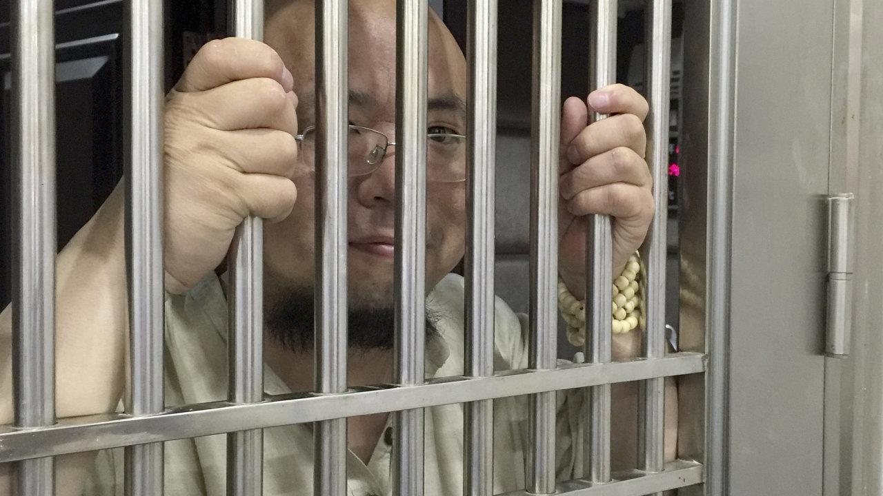 Čínský aktivista Wu Kan v policejní vazbě na fotografii z roku 2015.