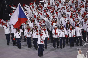 Český olympijský tým při zahajovacím ceremoniálu zimních olympijských her v jihokorejském Pchjongčchangu. Vlajkonoškou byla Eva Samková.