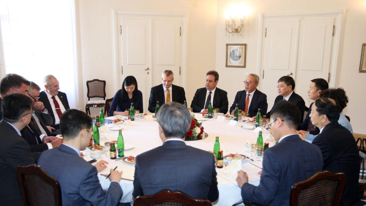 Prezident Miloš Zeman se zástupci banky CITIC.