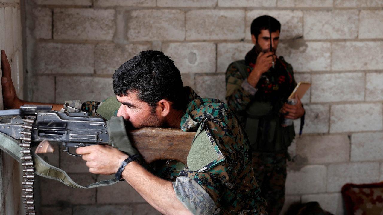 Kurdské milice sehrály důležitou roli ve válce proti Islámskému státu. S podporou západních mocností dobyly například město Rakka, centrum džihádistů v Sýrii.