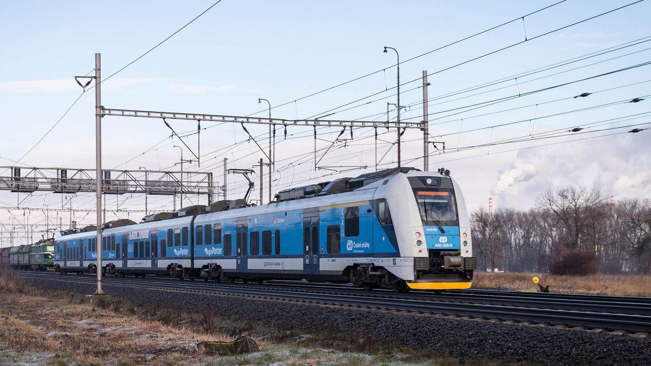 RegioPanter Českých drah: Budoucnost regionální dopravy v Česku představují klimatizované elektrické a hybridní jednotky.