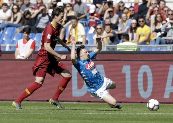 Fotbalisté AS Řím podlehli v italské lize Neapoli 1:4.