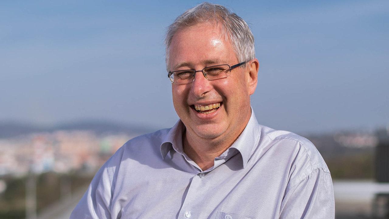 Lubor Lacina je editorem aautorem studií, které formulují doporučení pro tvůrce hospodářské politiky voblasti integrace doEU.