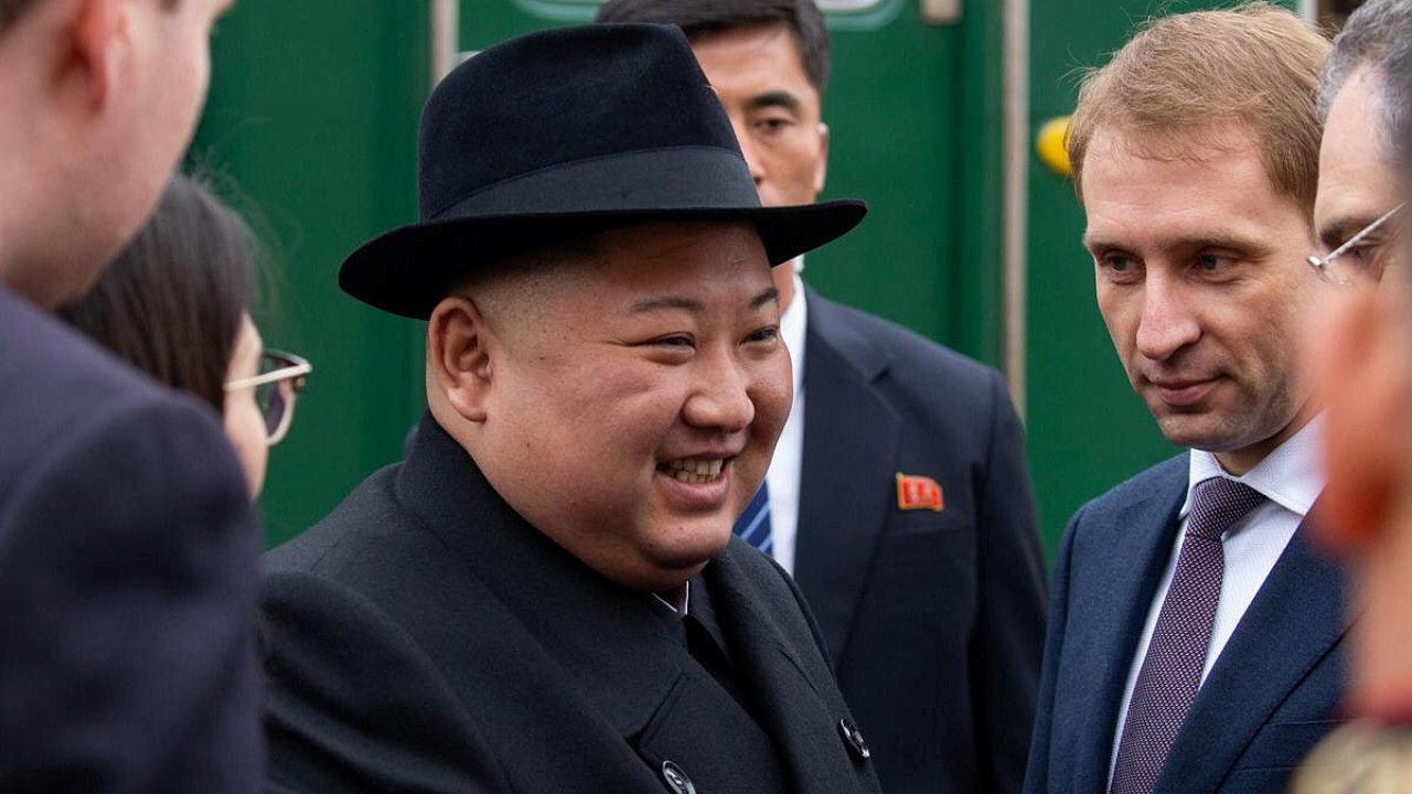 Kim Čong-un během přivítání v Rusku.