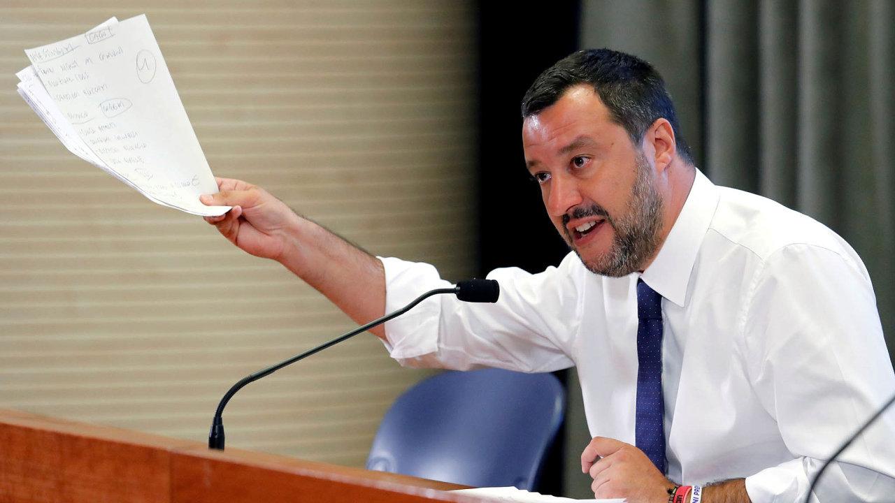 Italský ministr vnitra Matteo Salvini je kvůli ruskému skandálu pod stále silnějším tlakem.