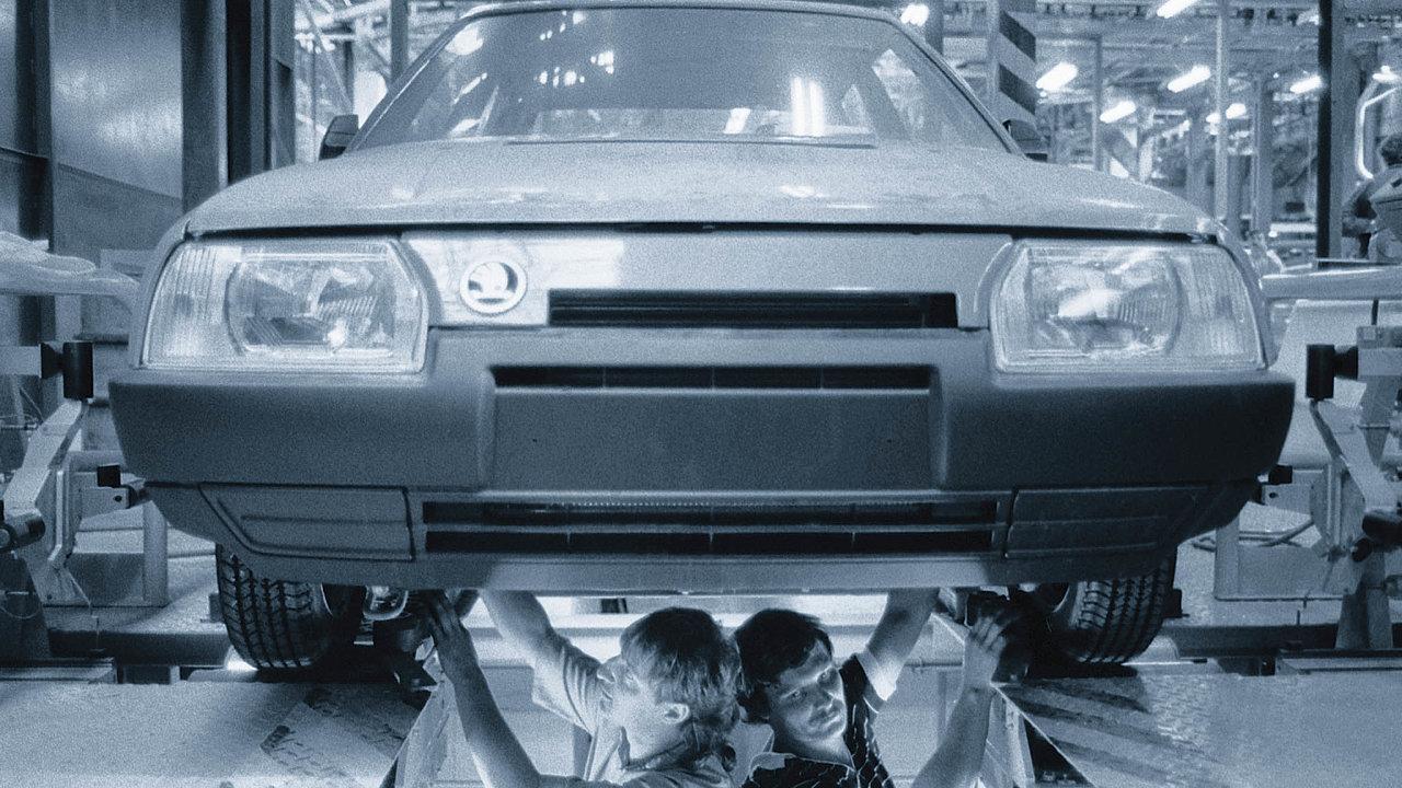 Vroce 1989 seškodovkapotýkalasnedostatkem lidí. Vefirmě přitom pracovalo téměř 21 tisíc zaměstnanců.
