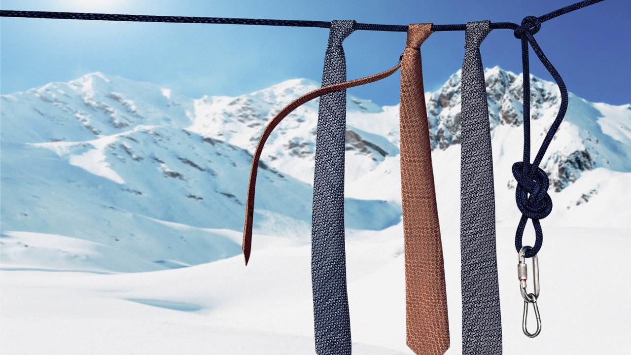 Tajemství vzoru hedvábné kravaty odhalíte, když se podíváte na zadní stranu.