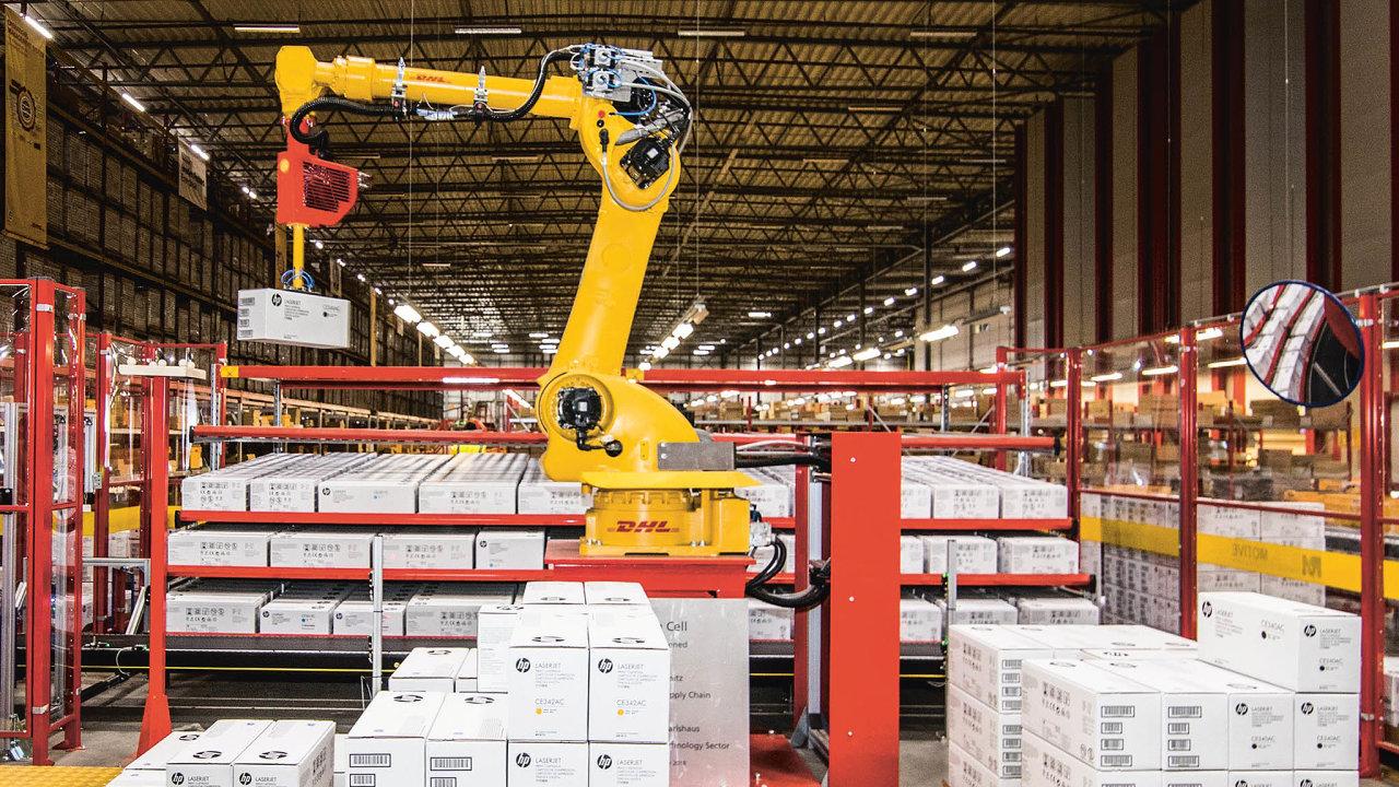 Robotické rameno zahodinu přemístí zpalet dogravitačních regálů až 600 krabic, využívá ktomu pokročilý kamerový systém.