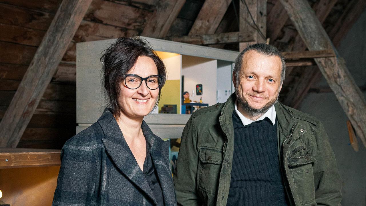 Manželé Vandasovi se produkci převážně animovaných filmů věnují posledních zhruba deset let, Dcera je součástí pásma krátkých studentských filmů Trojhlas, sjehož vznikem pomáhali.