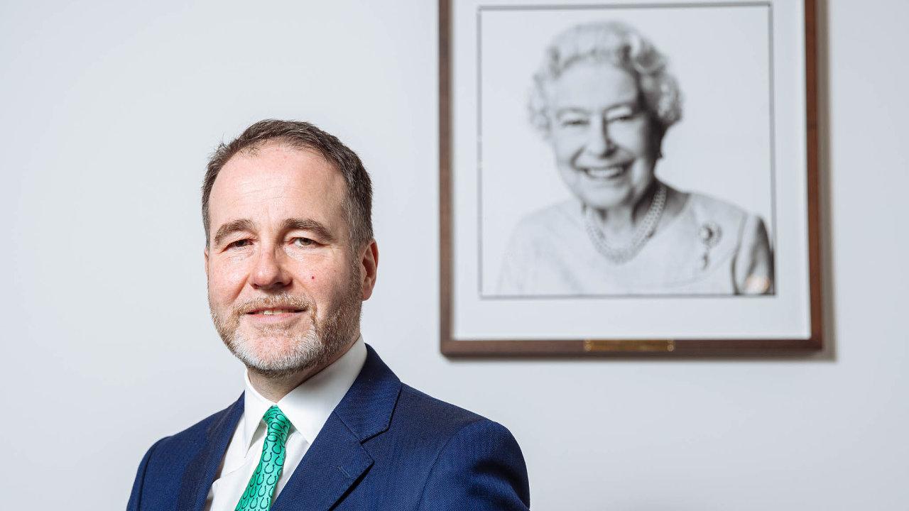 Státním tajemníkem pro Evropu nabritském ministerstvu zahraničí je Christopher Pincher odčervence loňského roku. Nastarosti tak má především vztahy sčlenskými státy Evropské unie včetně Česka.