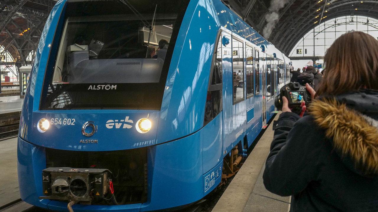 Ovládne Alstom evropskou železnici? Cestující by mohli pospojení dvou výrobců vídat značku Alstom nakolejích stále častěji.