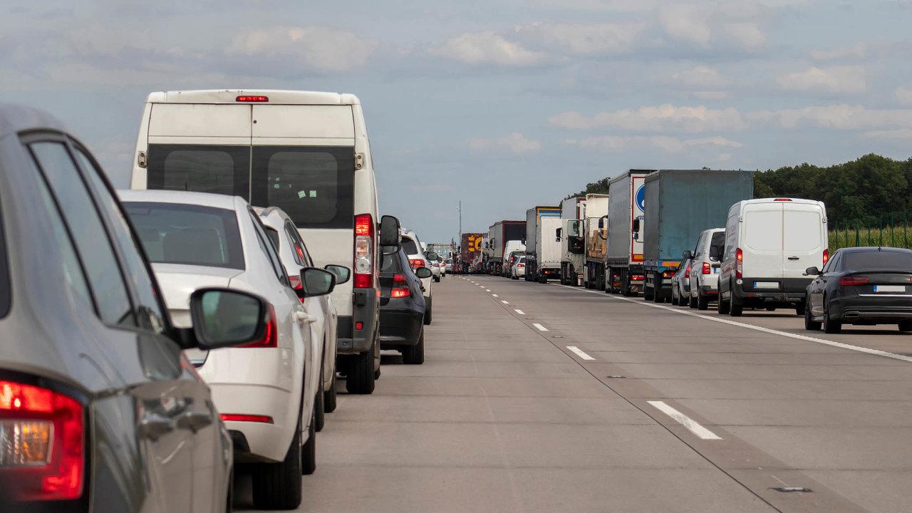 Věk vozů na českých silnicích je o polovinu vyšší než v Německu.