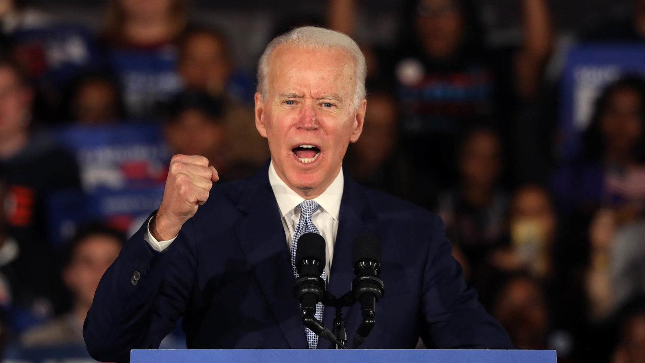 Prezidentského kandidáta demokratů Joea Bidena zachránily únorové primárky, zejména ty vJižní Karolíně, abřeznové volební superúterý, které se pro něho stalo skutečným zmrtvýchvstáním.