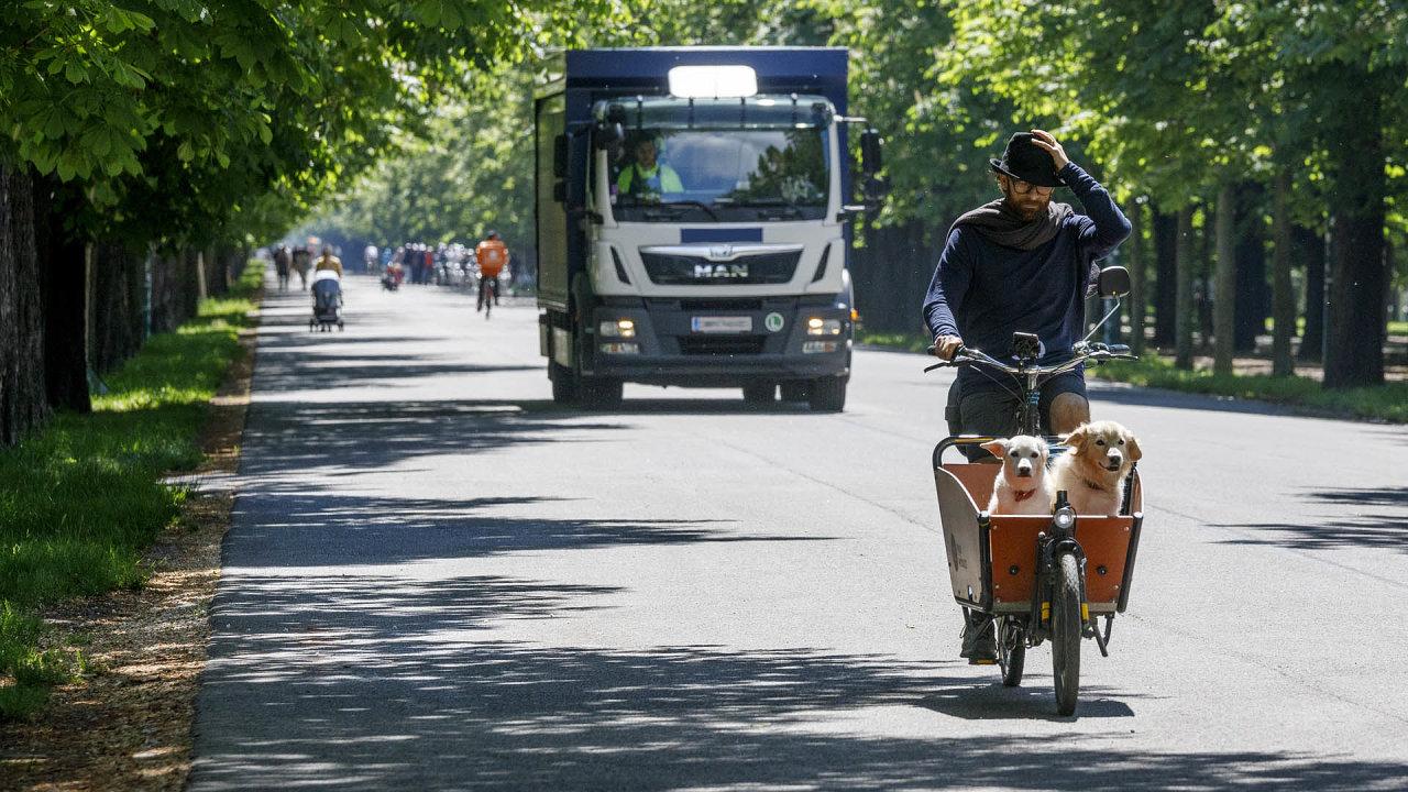 Nákladní auta nad 7,5 tuny již ve Vídni musí být vybavena odbočovacím asistetem (ilustrační foto)