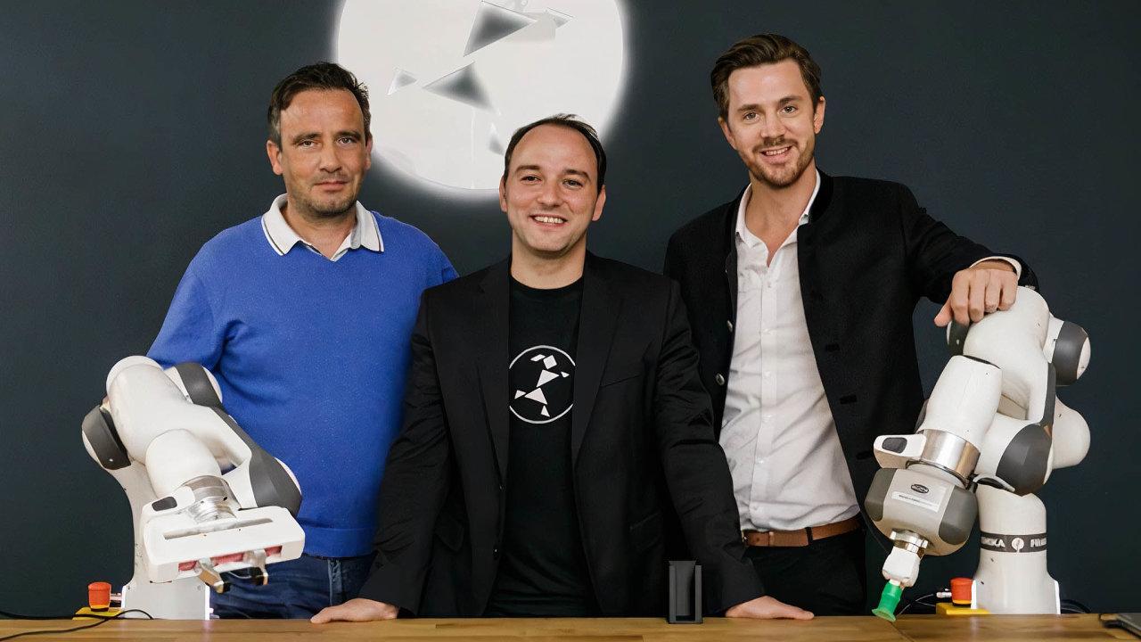 Zakladatelé společnosti Franka Emika: zleva Dirk Engelmann, Simon Haddadin a Philipp Zimmermann.