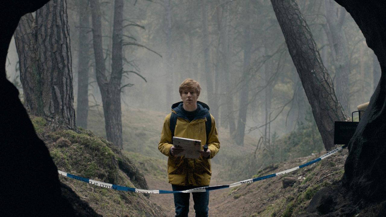 Jak seale tvůrcům seriálu Dark podařilo takového úspěchu dosáhnout, kdyžtéma cestování časem je vefilmech dost ohranou záležitostí amálokdy některý autor vymyslí něco, co tady už dřívenebylo?