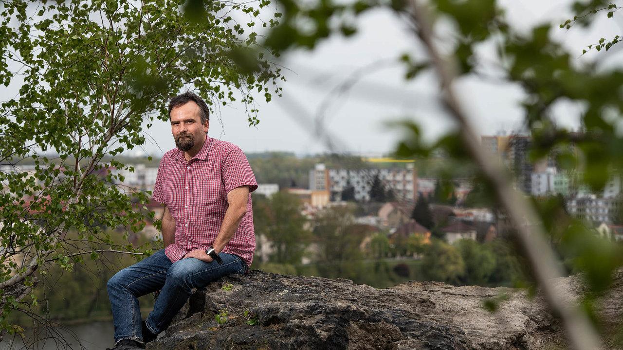 Tomáš Krajník se svým týmem vyvinul aplikaci pro mobilní telefony Nebojsa, která předpovídá zaplněnost jednotlivých míst. Součástí prognózy je graf předpovídané návštěvnosti místa na dva dny.