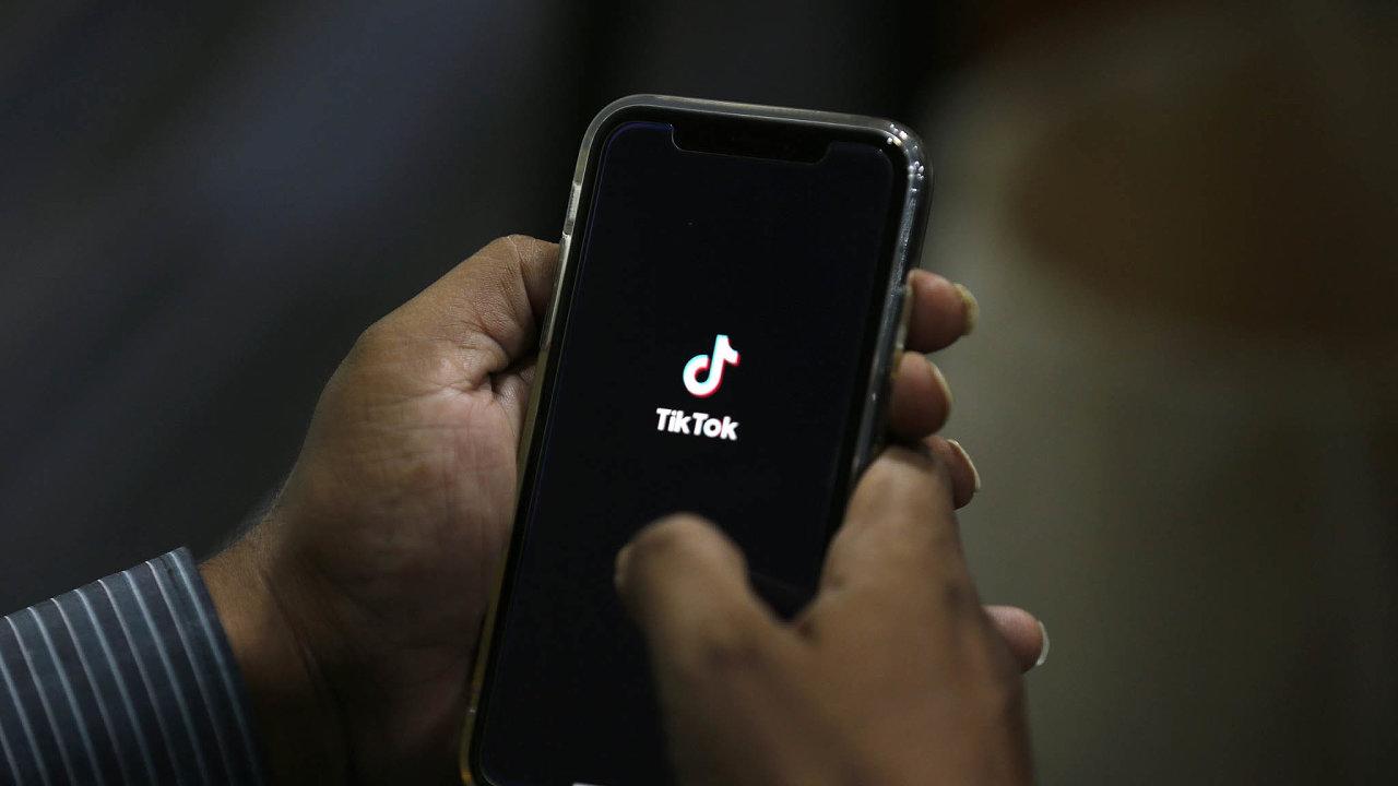 Čínská platforma TikTok pro krátká videa se vyhnula omezení činnosti vUSA.