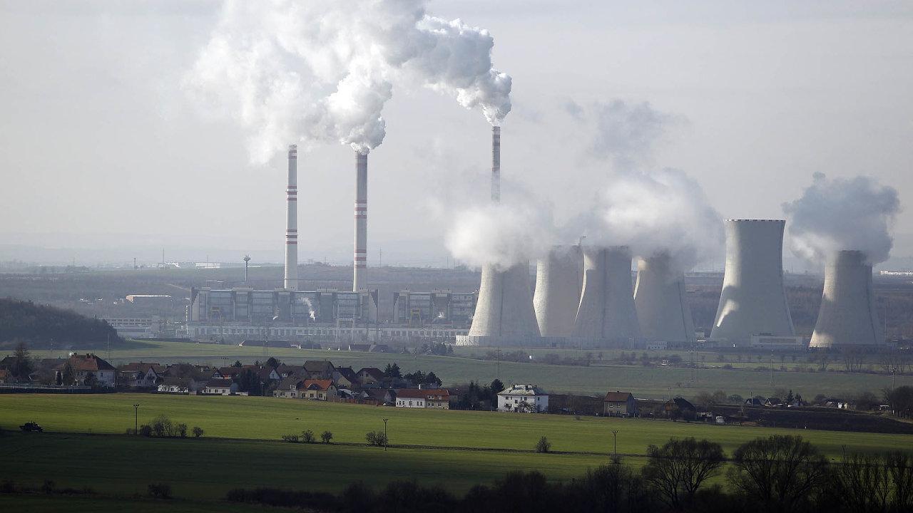Uhelným teplárnám začíná škodit zdražování emisních povolenek. Tyto pokuty za vypouštění skleníkových plynů zdražují v celé Evropě kvůli tlaku na útlum fosilních paliv.