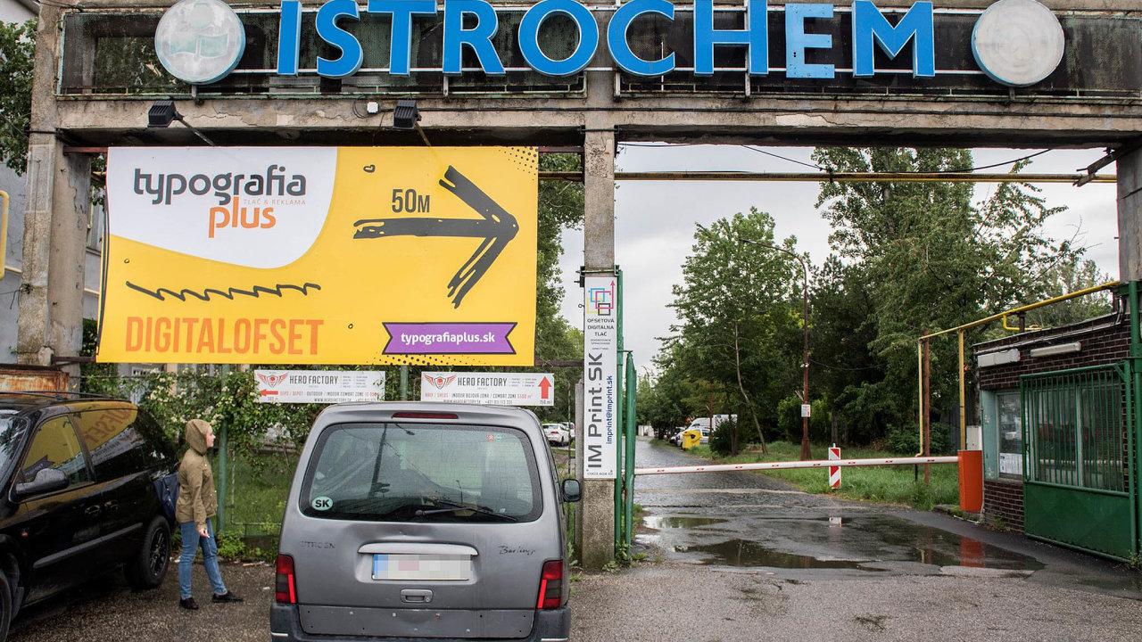Drahá zátěž. Podle slovenského ministra životního prostředí Jána Budaje má Agrofert zaplatit zasanaci ekologických škod pod bratislavskou chemičkou Istrochem až 540 milionů eur.