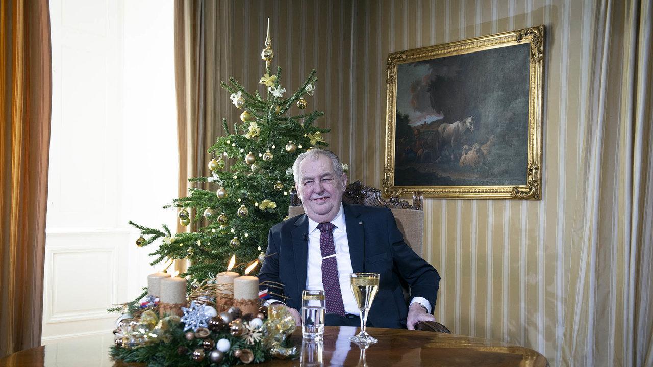 Prezident Miloš Zeman sice dopředu avizoval, že daňový balíček sice nepodepíše, ale ani nevetuje, jím použitá formulace by se podle některých ústavních právníků jako veto vyložit dala.