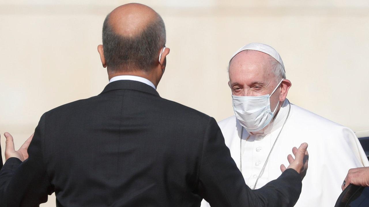 Papeže Františka na bagdádském letišti přivítal prezident země Barham Sálih.