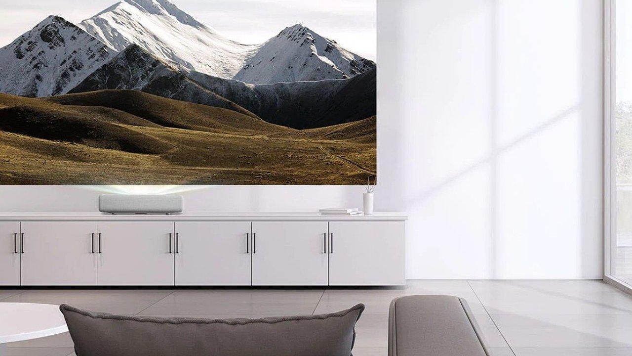 Samsung vyrobil projektor, který nahradí televizi i kino.
