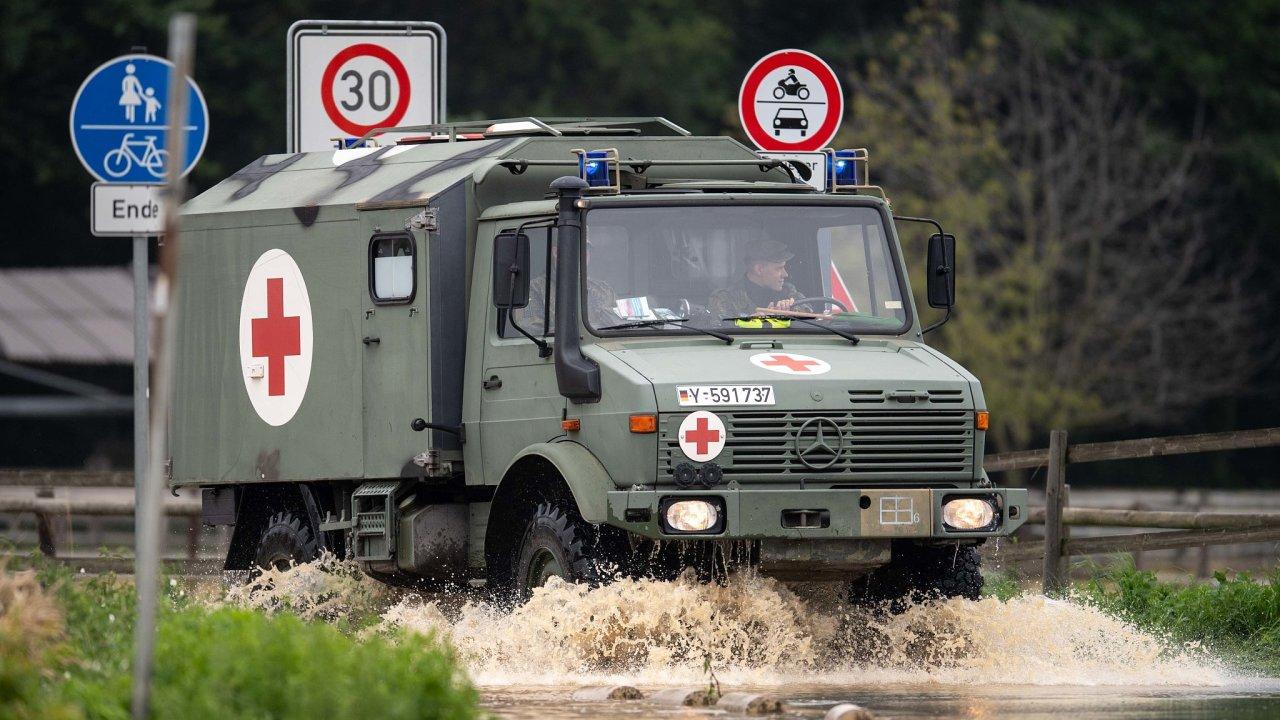 Německá armáda pomáhá při mohutných záplavách v Severním Porýní-Vestfálsku.