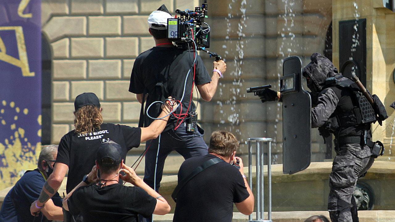 Natáčení filmu The Gray Man z produkce Netflixu v centru Prahy.