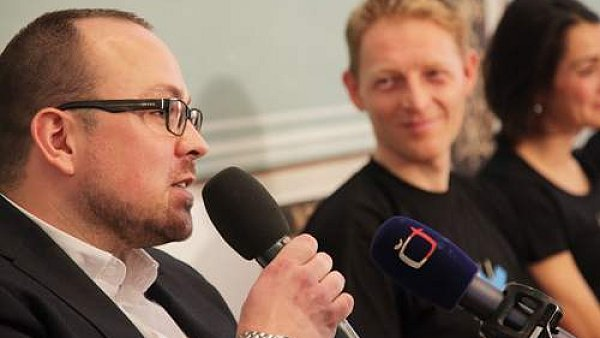 Vladimír Sitta ml., v pozadí Karel Janeček.
